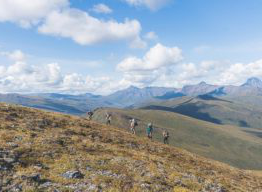 Professor Roman Dial led a month-long research trip through the Brooks Range, accompanied by six environmental science and outdoor studies students